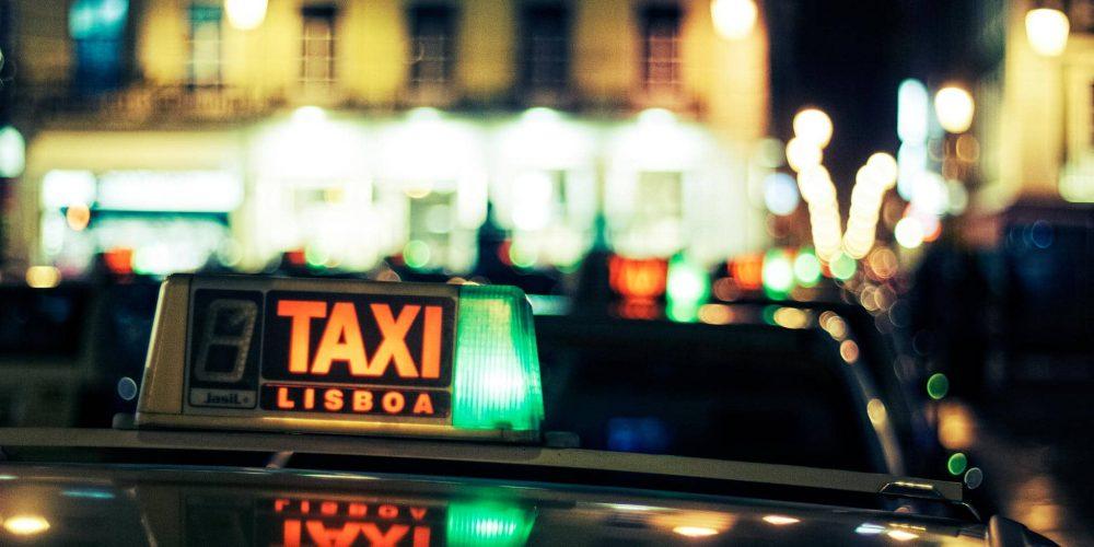 Táxis só podem levar até 2 Passageiros