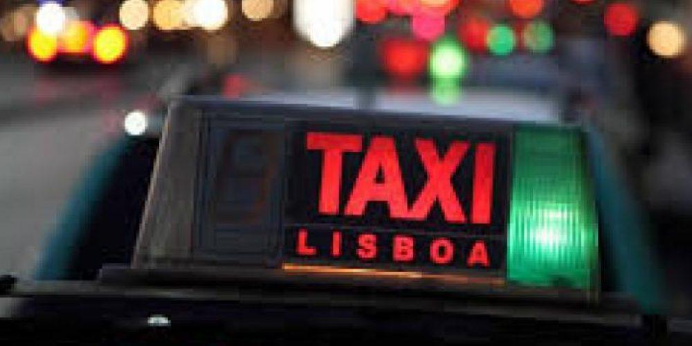 Praça de táxis na Av.ª da República, Lisboa