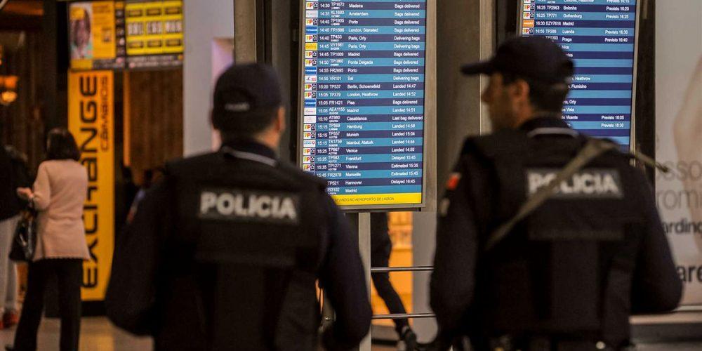 Polícia do Aeroporto de Lisboa e Porto, limita Entrada de Passageiros nos VeículosTáxi